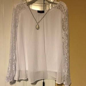 IZ Amy Byer Lace Sleeve Woven Top Necklace Sz XL
